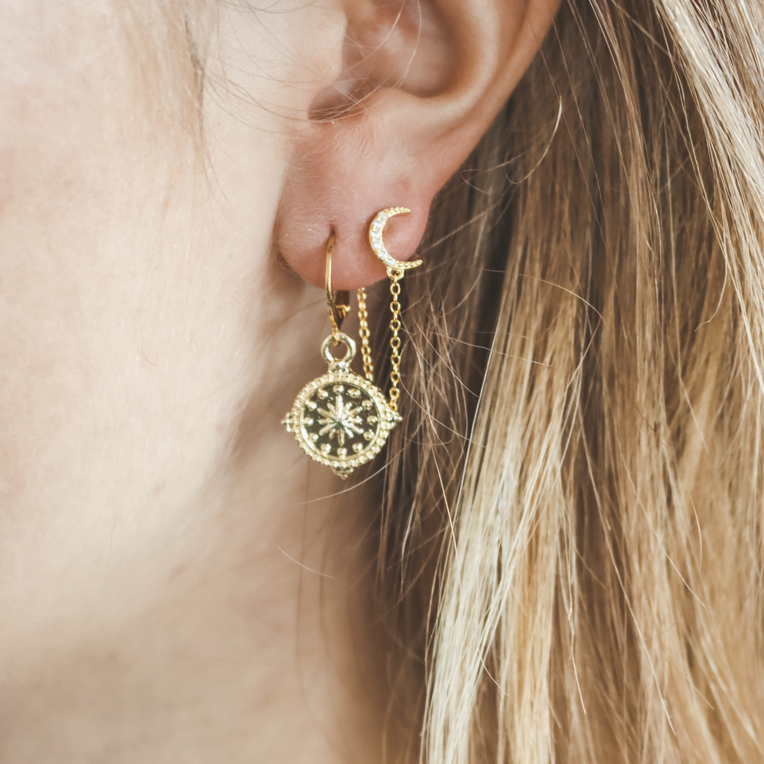 Detailed compass hoops gold