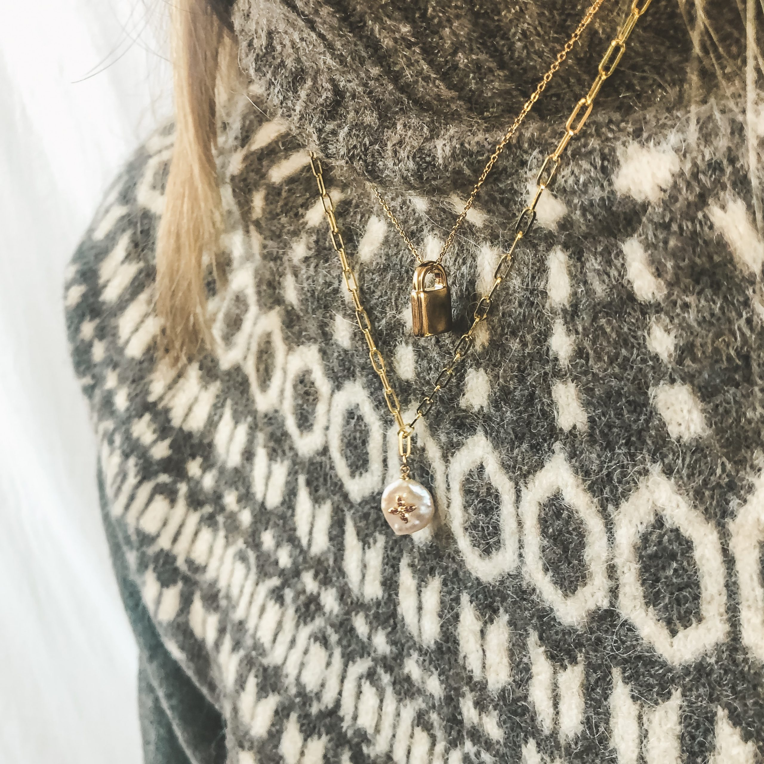 Fine jewelry: lock necklace gold